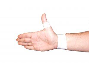Tief angesetzter Anker um Daumen und Handgelenk