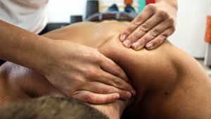 Rückenschmerzen werden oft mit Physiotherapie behandelt